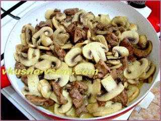Куриная печень с грибами