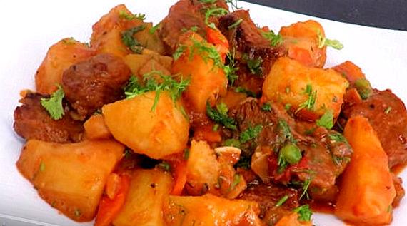 Картошка, тушеная с копченым мясом