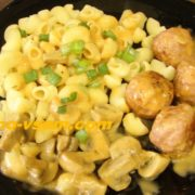 Фрикадельки в соусе на сковороде