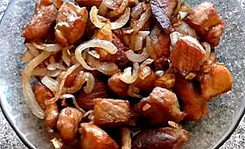 Свиная корейка с луком