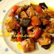 Мясо с овощами на сковороде