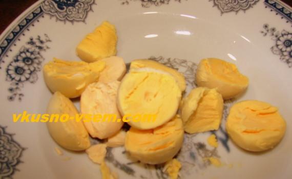 Куриные фаршированные яйца