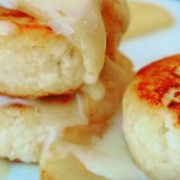 Сырники под нежным сметанно-сливочным соусом