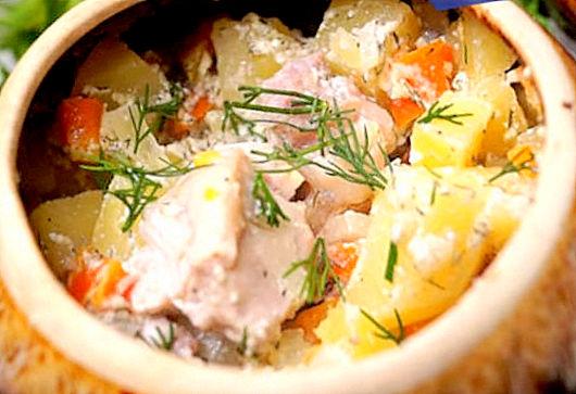 Филе цыпленка с овощами запеченное в горшочке